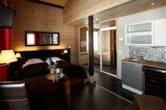 Huvilassa 8 on erillinen sviitti keittiöllä ja saunalla