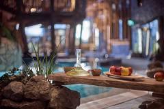 Kylpylälippuun sisältyy pientä naposteltavaa, makuvesiä sekä teetä samovaarista.