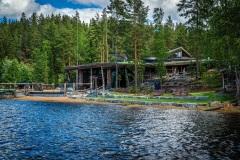 Kesällä voit pulahtaa Saimaaseen ja nautiskella ulkoaltaista.