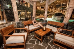 Kylpylästä löytyy varattavia lounge alueita.